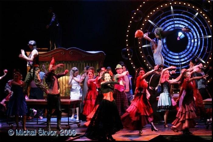filmové, divadelní a muzikálové kostýmy