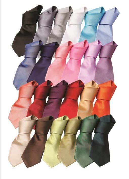 kravaty mnoho barev