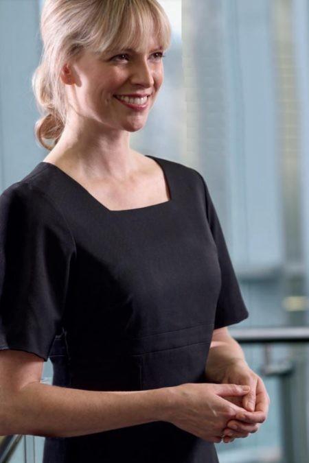 šaty recepce a management